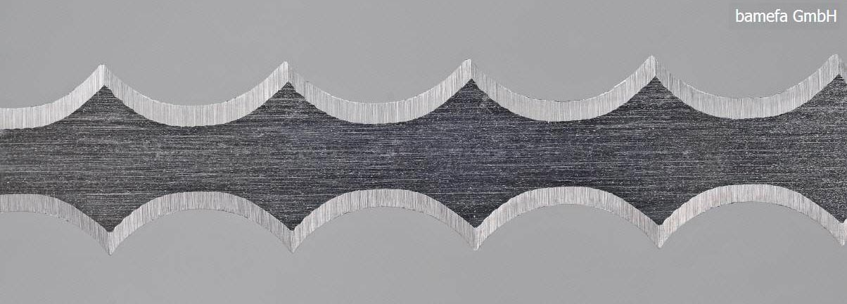 Vertical band knives, Double-scalloped edge
